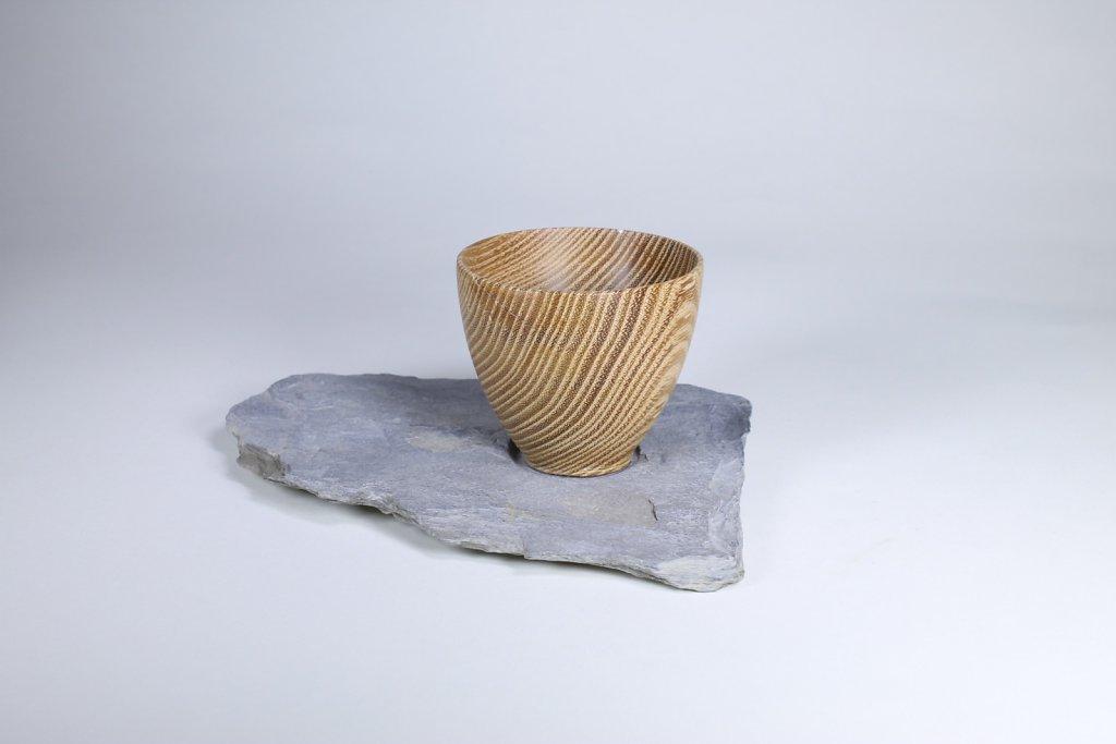 Vase auf Schieferstein